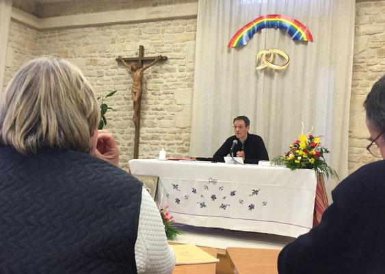 pendant la conférence sur l'Esprit Saint