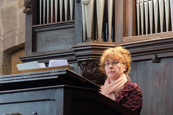 Anne-Marie Hue à l'orgue