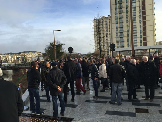 La foule est au rendez-vous malgré le froid et le vent
