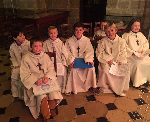 Au cours de la messe de la nuit (à 22h) à Notre-Dame d'Alençon. Ils ont formé une petite chorale conduite par Anne-Sophie, du plus bel effet.