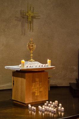 La journée s'est conclue par une belle veillée de prière à la basilique
