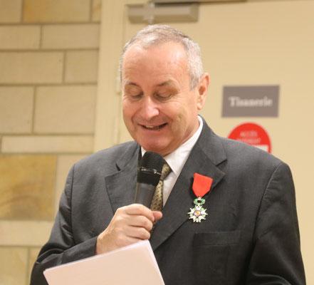 M. Philippe de Lachapelle, lui-même décoré de la Légion d'honneur...