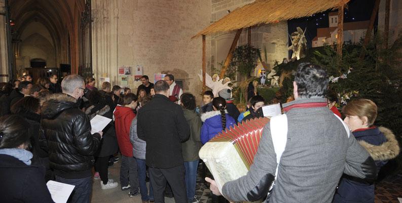 ... où les enfants et les adultes présents ont prié et chanté...
