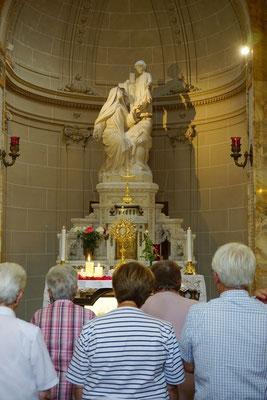 Après la conférence, un temps d'adoration était proposé à la chapelle.
