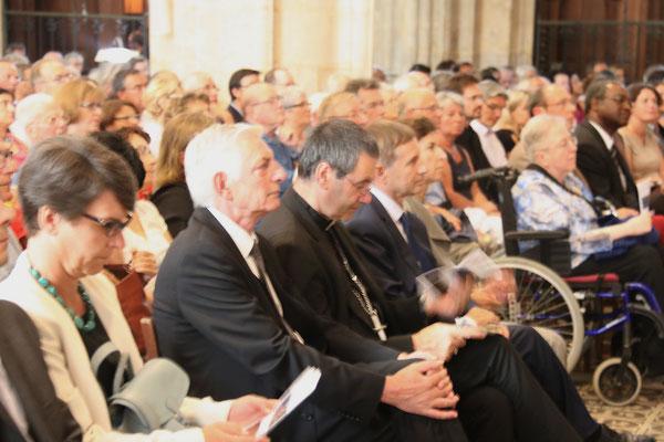 Les personnalités civiles et religieuses : M. Artois, maire-adjoint pour la culture, Mgr Habert, évêque de Sées, M. Pueyo, député-maire d'Alençon et Mme David, préfet de l'Orne