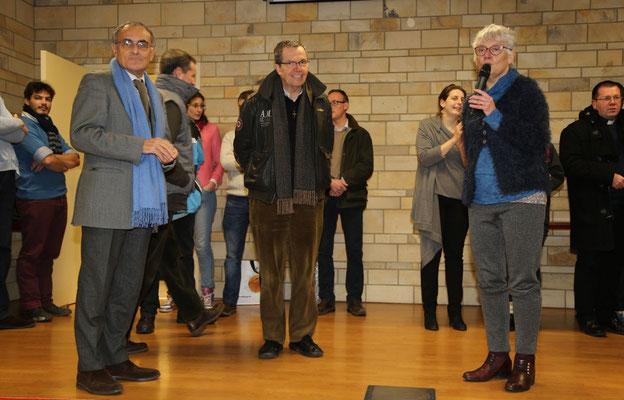 Marie-Ange, déléguée diocésaine du MRJC présente Guy Aurenche