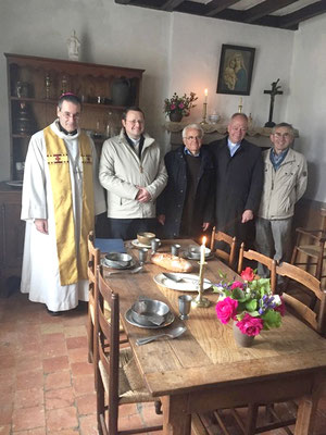Mgr Habert, P. Simar, un bénévole du sanctuaire, P. Ruffray et Guy Fournier