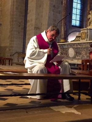 Mgr Gilbert Louis au cours de la catéchèse sur le pardon...