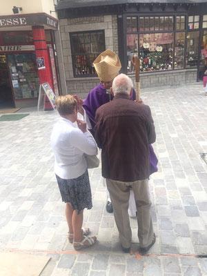 Il salue son fils Michel, et sa belle-fille Solange...