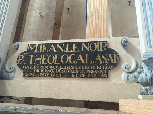 Les panneaux noirs : des donateurs : on distingue un prêtre (Monsieur Jean Le Noir)