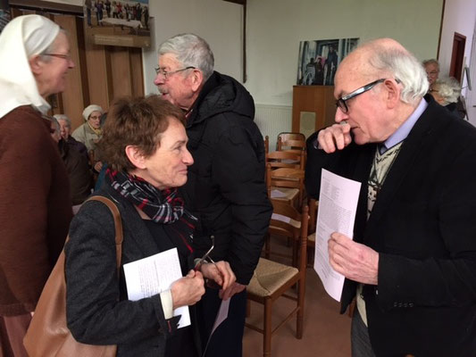 P. Boitard parle avec Mme Elisabeth Gautier-Desvaux