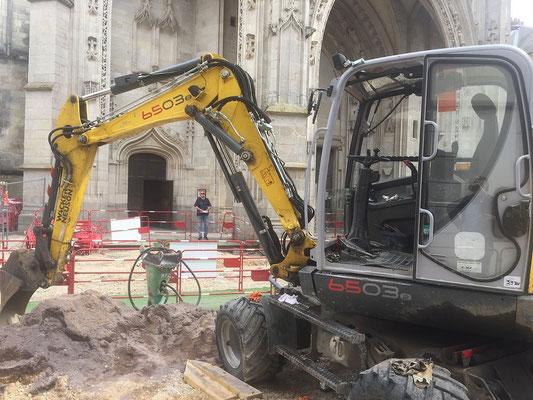 Nous espérons que les abords de la basilique seront dégagés pour dimanche prochain.