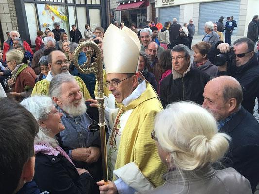 sortie de messe avec le cardinal