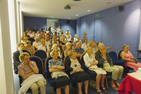 """Salle comble pour entendre la conférence de Mme Brigitte Lefebvre sur le thème """"Zélie, une vie extraordinaire dans l'ordianire"""""""