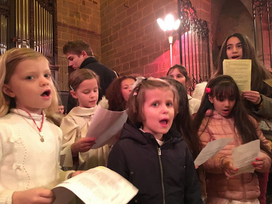 Quant à ceux de la messe de 18h, à la basilique, ils n'ont pas non plus démérité. À l'intérieur d'un conte conçu et écrit par Mehdi Riffi, ils ont chanté « Enfants de Palestine » et d'autres chants.