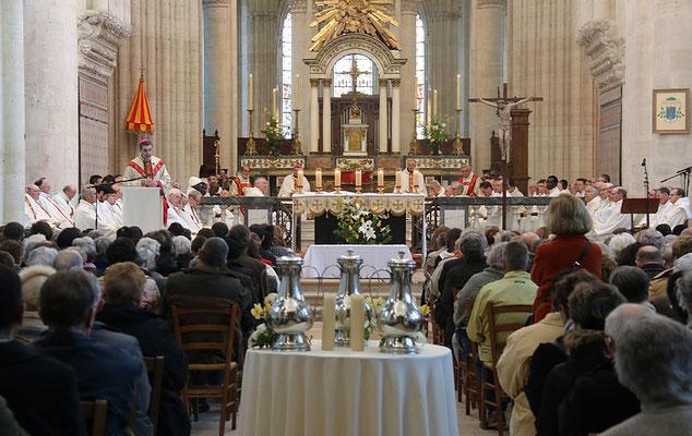 Après l'homélie (qui peut être téléchargée ci-dessous) et le renouvellement des promesses sacerdotales, les huiles seront bénies par Mgr Habert