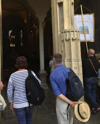 L'entrée des couples dans la basilique