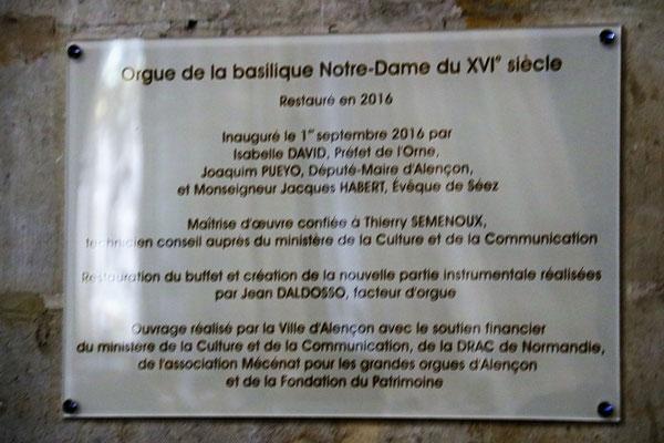 La plaque fait mémoire de la restauration de l'orgue