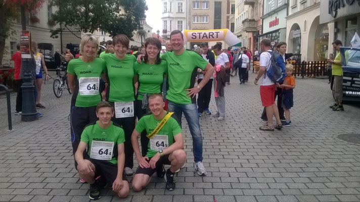 Vor dem Start. (Ingrid Koal, Sandra Schuhart, Ivett Bernhard, Frank Bernhard, Nick Frischke, Stefan Reck)