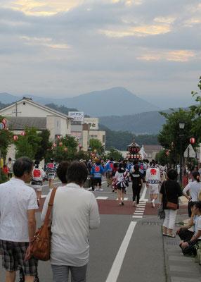 田中商店街と尾野山