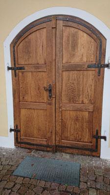 Renovierung einer Kirchentüre