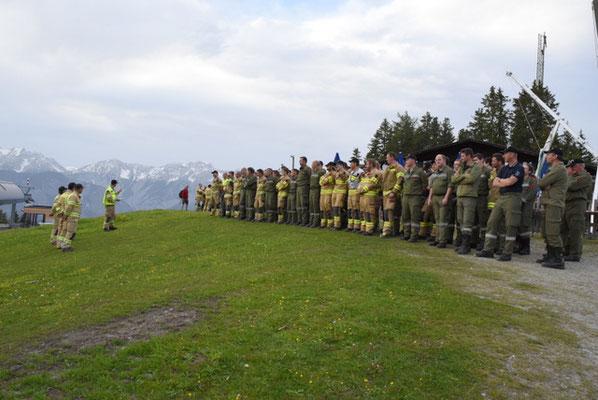 Übungsbespruchung mit ca 100 Personen der Freiwilligen Feuerwehren des Abschnittes Lans sowie des Höhenrettungstrupps der Berufsfeuerwehr Innsbruck
