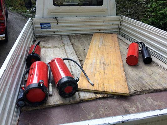 Die verwendeten Feuerlöscher der Glungezerbahn