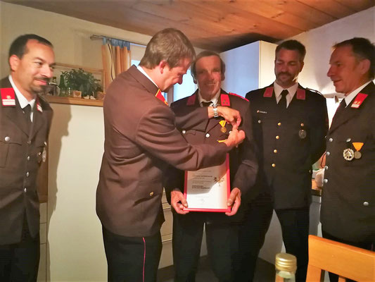 Überreichung Ehrenzeichen des LFV Tirol für 60 Jahre Mitgliedschaft an Florian Gstreinthaler