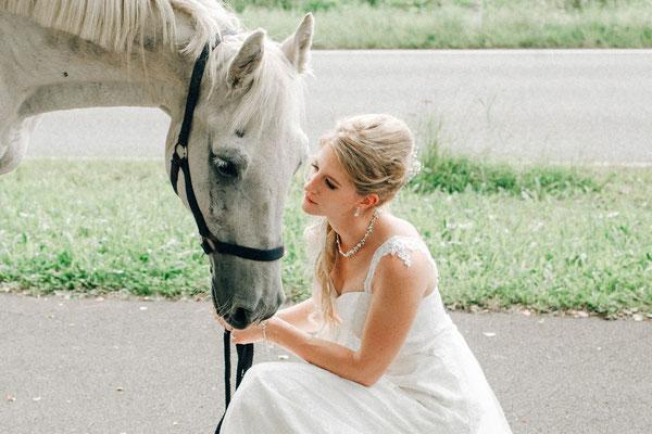 Hochzeitsfoto mit Pferd