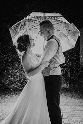 Hochzeitsfoto bei Regen