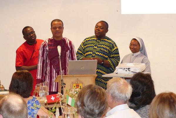 v.l.n.r: Pfarrer Polycarp, Pfarrer Felix, Pfarrer Emmanuel und Sr. Gloria