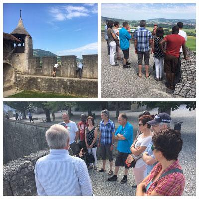 Interessiere Zuhörer während der Schlossführung
