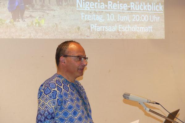 Präsident Walter Schacher begrüsst die grosse Besucherschar