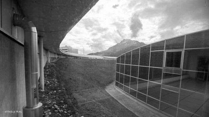 Synchrotron Grenoble- A travers la passerelle