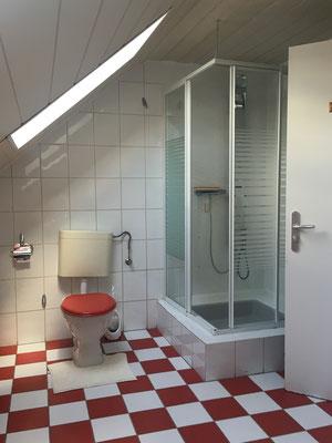 ..mit Dusche..