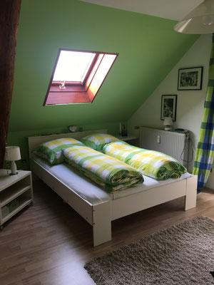 Ein weiteres Schlafzimmer in grün..