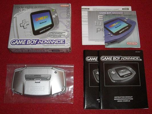 Contenido de la caja de la Game Boy Advance (Limited Edition Platinum)