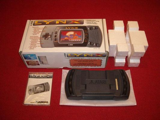 Contenido de la caja de la Atari Lynx II