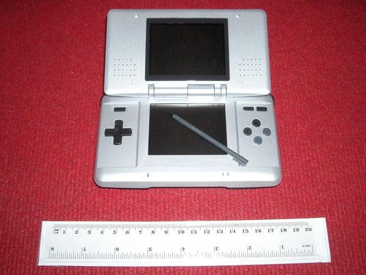 Mi Nintendo DS (Silver) abierta