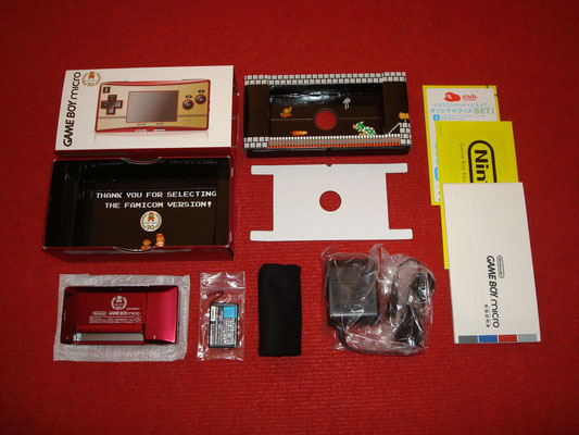 Contenido de la caja de la Game Boy Micro (Famicom Edition)