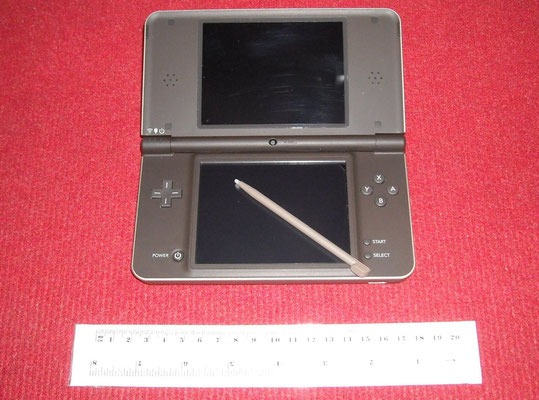 Mi Nintendo DSi XL abierta