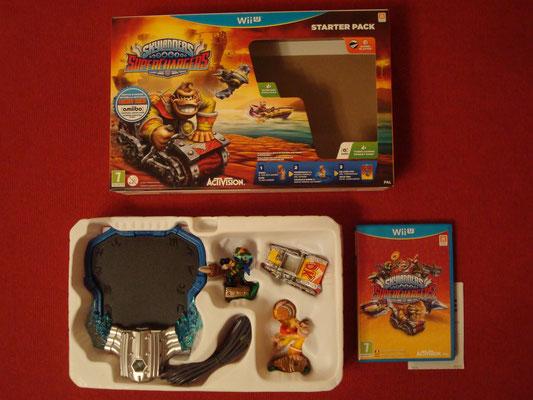 """Mi videojuego: Skylanders SuperChargers + Lector de SkyLanders + 3 Figuras SkyLanders: """"Super Shot Stealth Elf"""", """"Barrel Blaster"""" y """"Turbo Charge Donkey Kong"""" (este también amiibo compatible de la colección """"Skylanders SuperChargers"""") + Poster"""