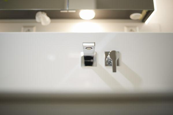 Fliesenlegerfachbetrieb Fliesenfachgeschäft Matthias Raisch - Stilvolle Badgestaltung im 5 Units für Wilma in Tübingen - klar und clean