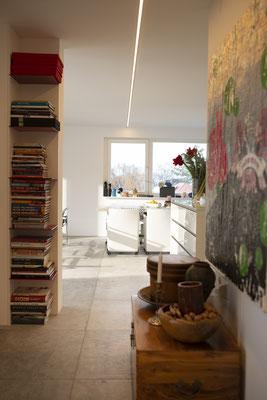 Fliesenlegerfachbetrieb Fliesenfachgeschäft Matthias Raisch - Penthouse in Stuttgart - Tradition trifft Innovation mit edlem Feinsteinzeug von Raisch. Flur mit Details
