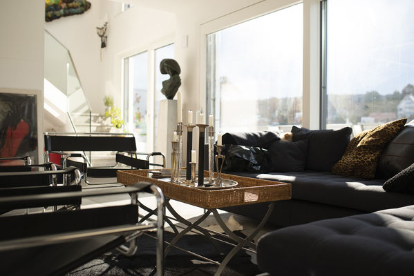 Fliesenlegerfachbetrieb Fliesenfachgeschäft Matthias Raisch - Penthouse in Stuttgart - Tradition trifft Innovation mit edlem Feinsteinzeug von Raisch. Sitzecke
