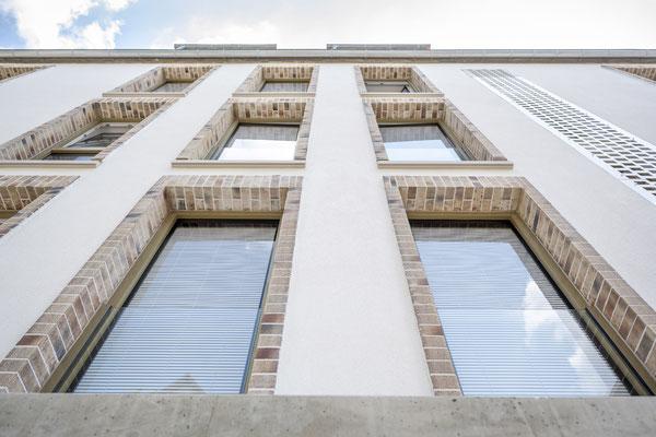 Fliesenlegerfachbetrieb Fliesenfachgeschäft Matthias Raisch - Fassade mit Klinkerriemchen in Esslingen von www.fliesen-raisch.de. Außenfassade mit Klinkerumrandung