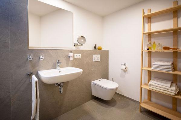 Raisch Fliesen Stuttgart und Ostfildern - Vorher Nachher Badezimmerbeispiele - klar und schlicht