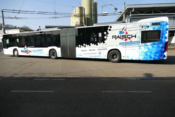 Raisch Fliesen Stuttgart & Ostfildern - www.raisch-fliesen.de - Brandneue Buschbeschriftung im Raisch Fliesen Design. ÖPNV noch attraktiver durch Esslingen. Bus von links