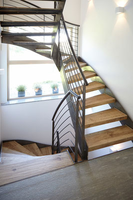 Raisch Fliesen Ostfildern, Fliesen in Holzoptik, ganze Treppe im Holzlook, Stuttgart