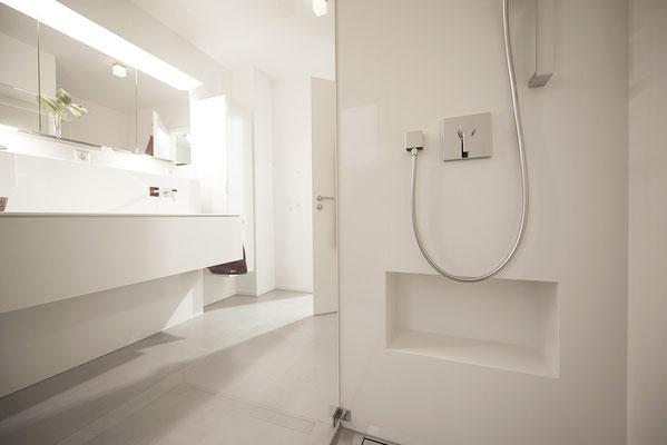 Fliesenlegerfachbetrieb Fliesenfachgeschäft Matthias Raisch - Stilvolle Badgestaltung im 5 Units für Wilma in Tübingen - Wohlfühlbad